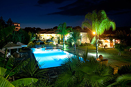 Dion Zois Villas Pool abends
